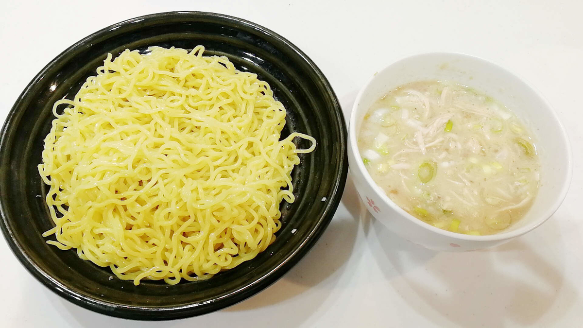 コストコロティサリーチキンの鶏ガラを使って濃厚つけ麺の完成!