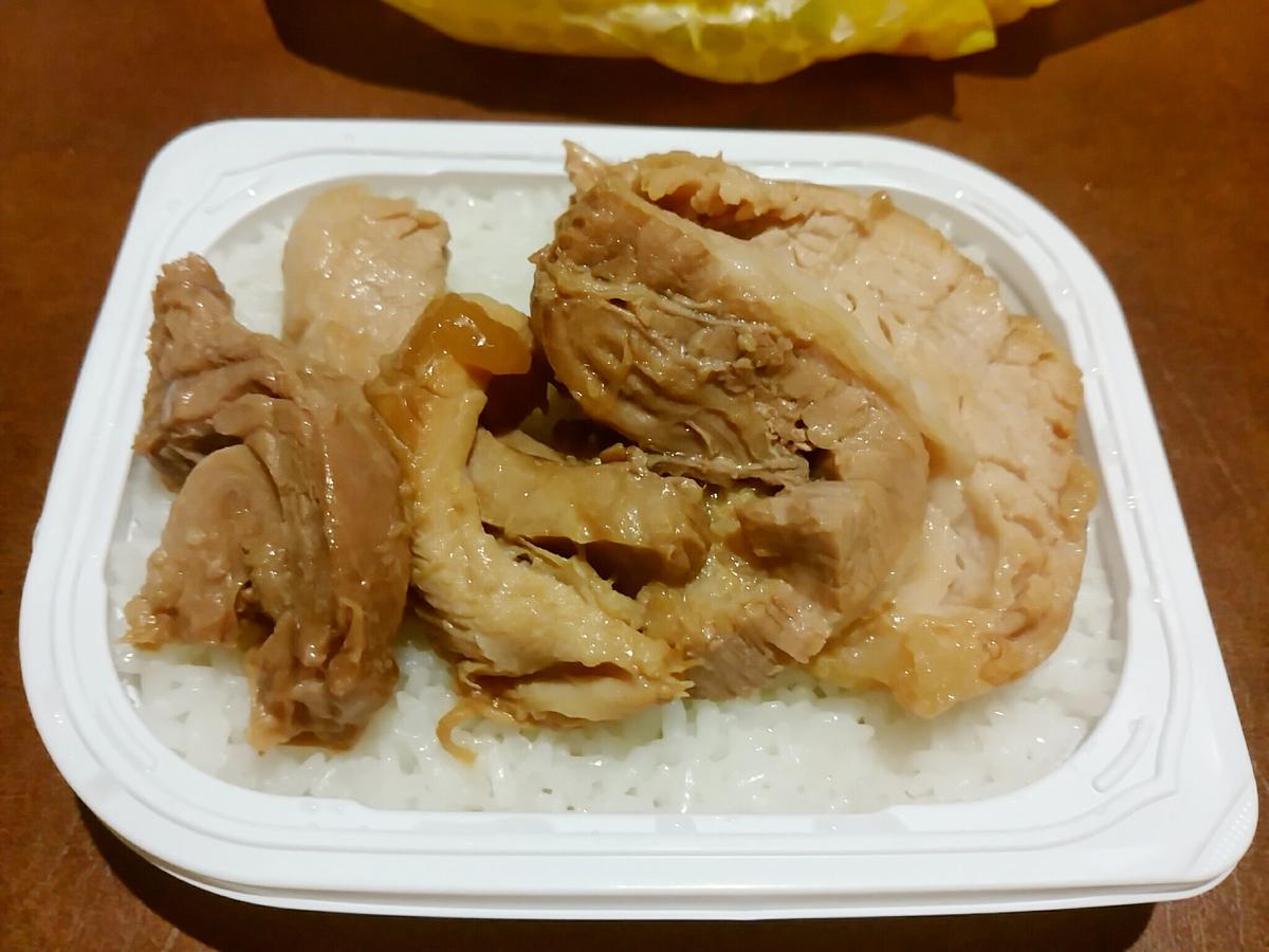 ラーメン二郎の豚で白米を食べるの美味すぎワロタ