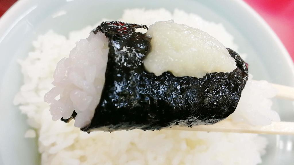 ラーメンのスープに浸した海苔でライスを巻いて食べるの最高!