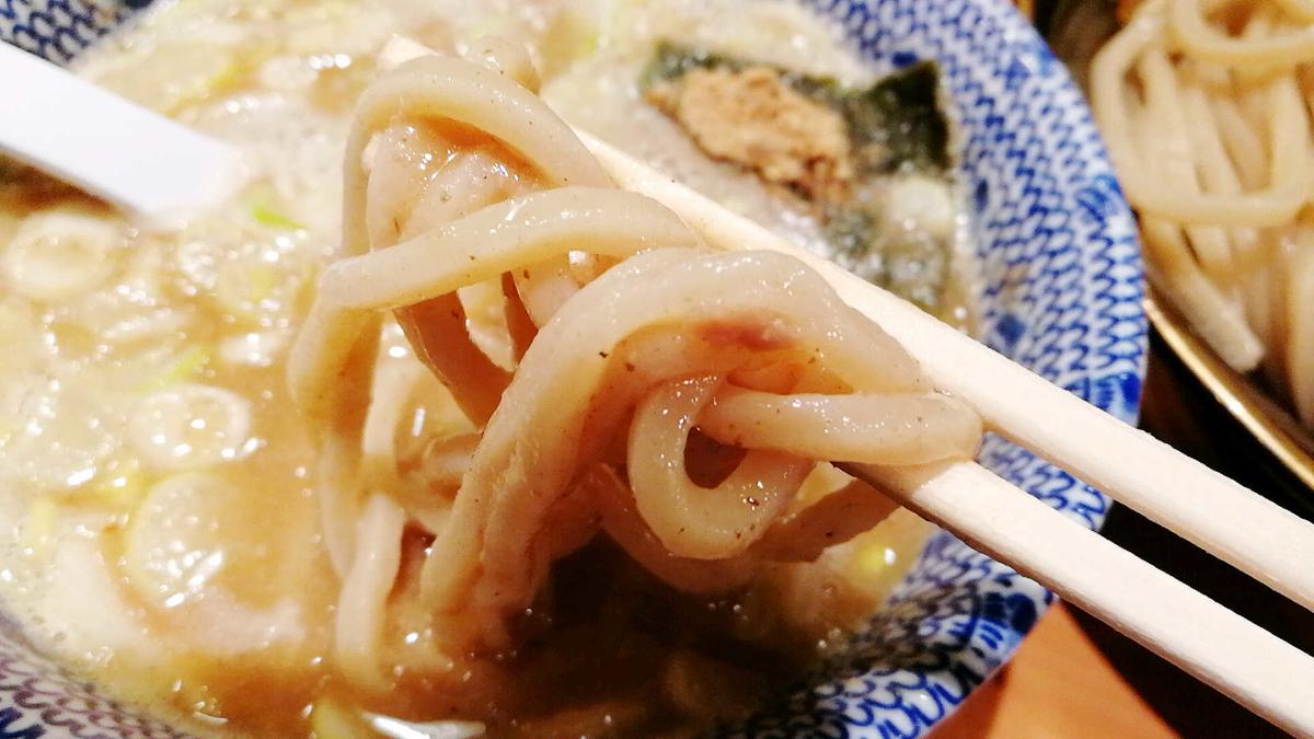 六厘舎つけ麺リフト!極太で美味い!