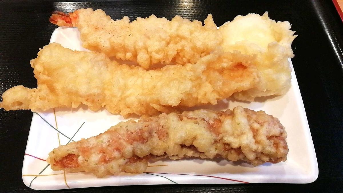 讃岐うどん條辺、天ぷらも種類豊富です!
