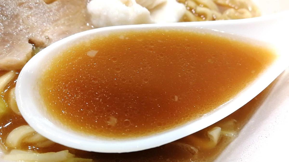 豚ラ王のスープは二郎系らしさを感じる下品な味!