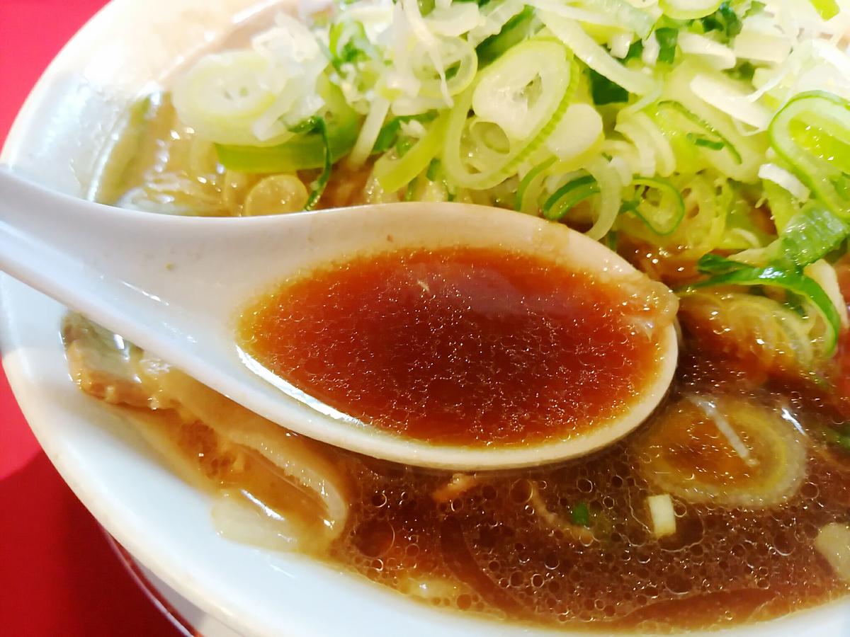 末廣ラーメンのスープは真っ黒な秋田ブラックです。