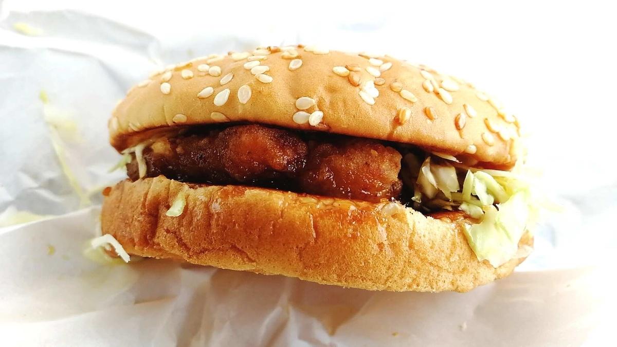 ドムドムの甘辛チキンバーガーがジューシーで美味い!