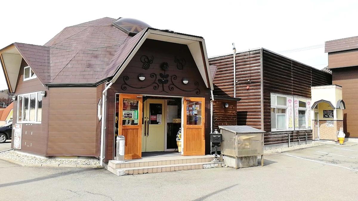 仙北市田沢湖の山のはちみつ屋で美味しいピザとソフトクリームを堪能!