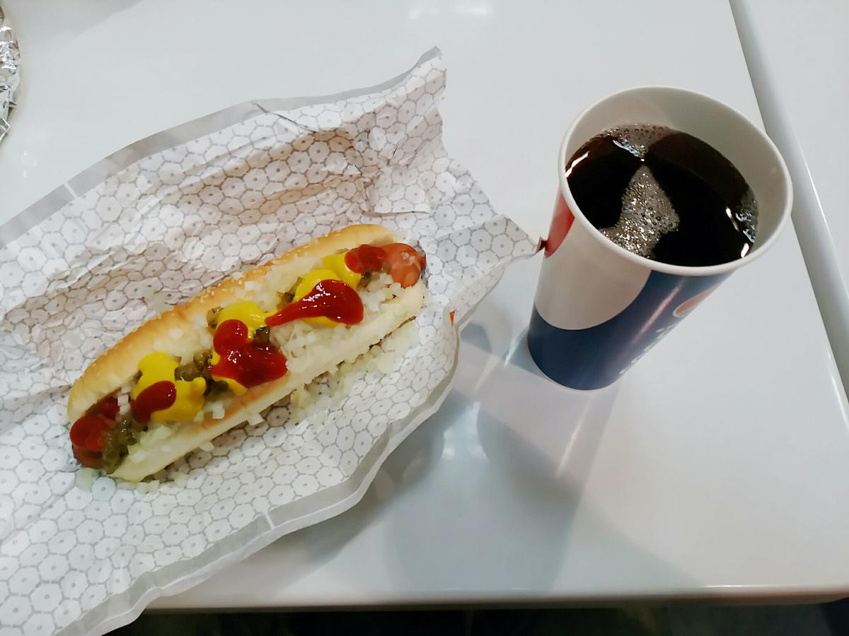 コストコは180円でホットドッグ+ドリンクバー付きで超お得!
