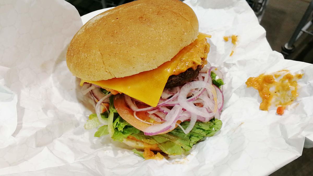 コストコのチーズバーガーのボリュームが素晴らしい!
