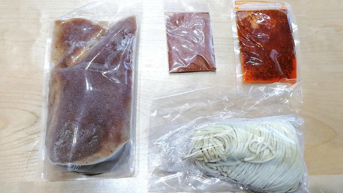 「宅麺」は冷凍の具入りスープと麺が届きます。