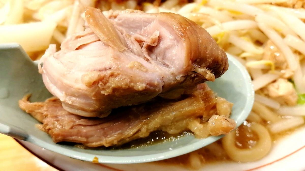 チェ・タケダの二郎系ラーメンの豚が良い感じ!