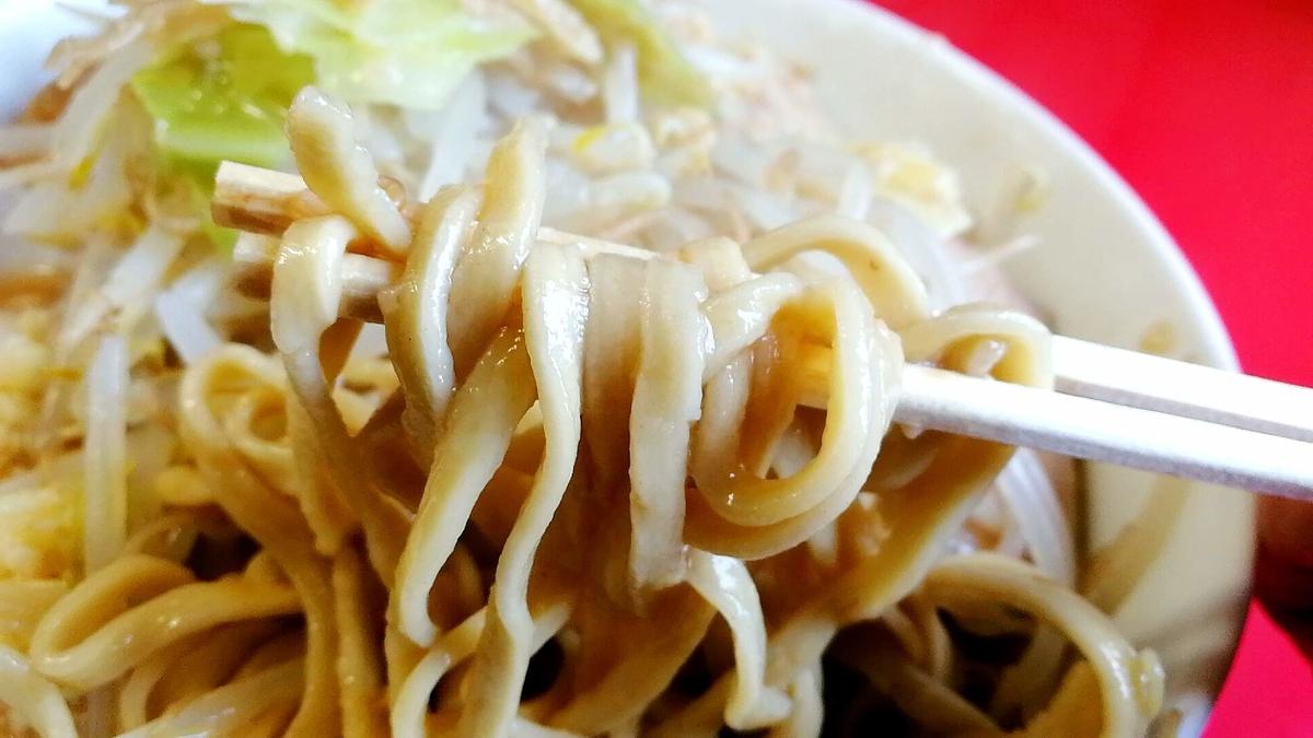 ラーメン513の麺リフト。デロ麺が二郎っぽさあります!