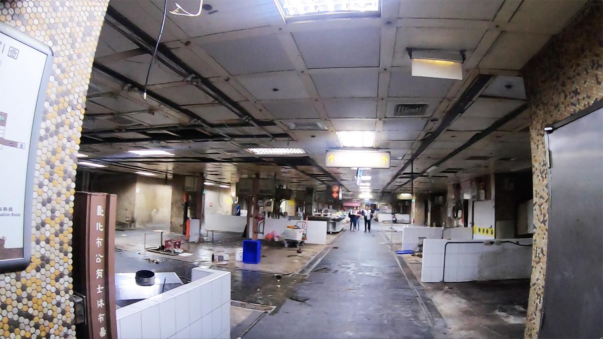 改装中の地下街