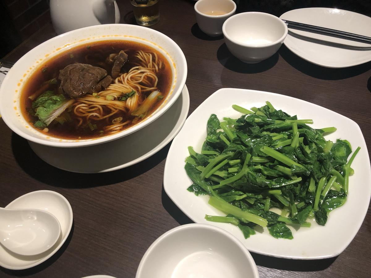 牛肉麺と清香炒豆苗