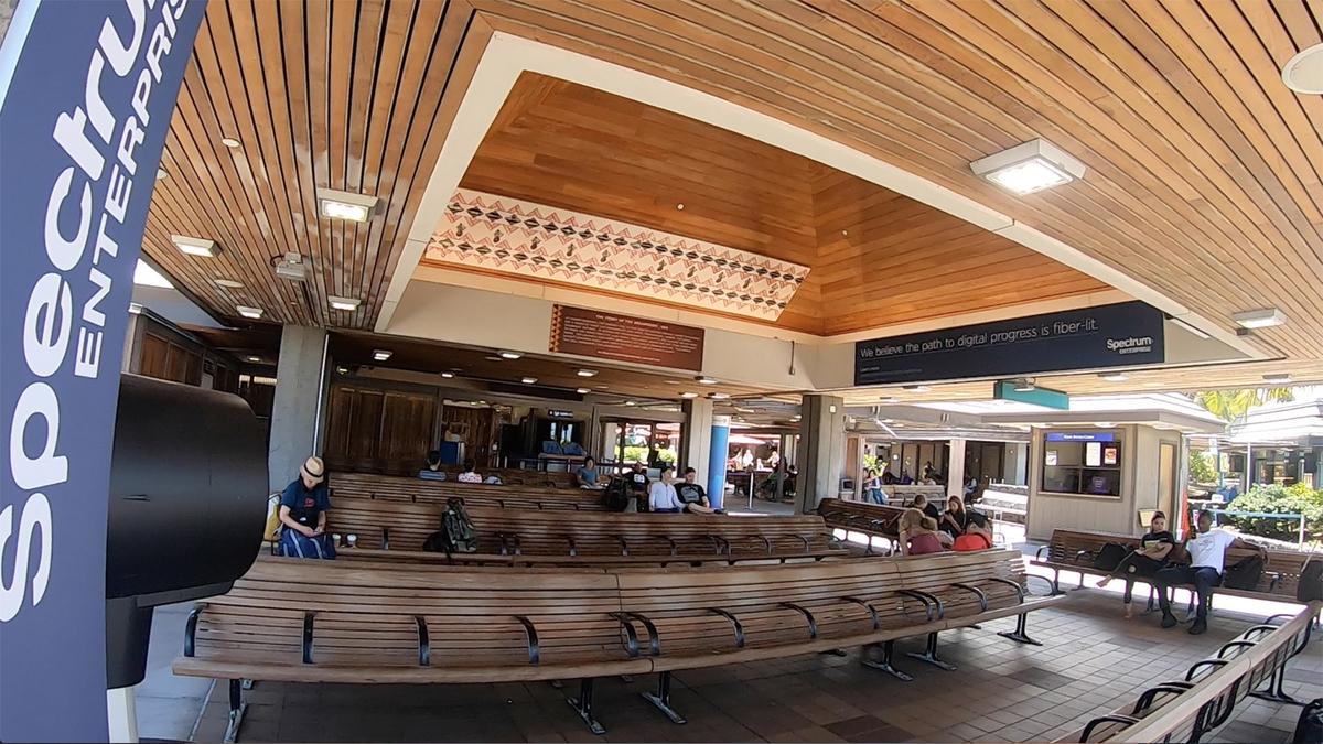 開放的な空港内