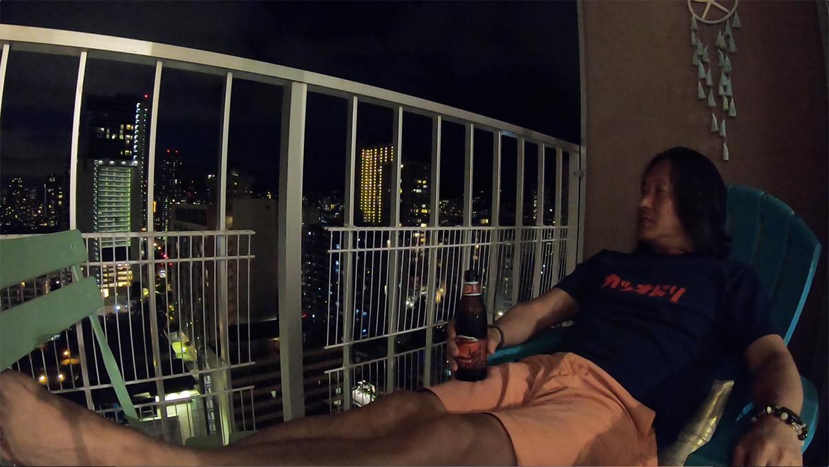 ビールを飲みラナイで寛ぐ至福の時間