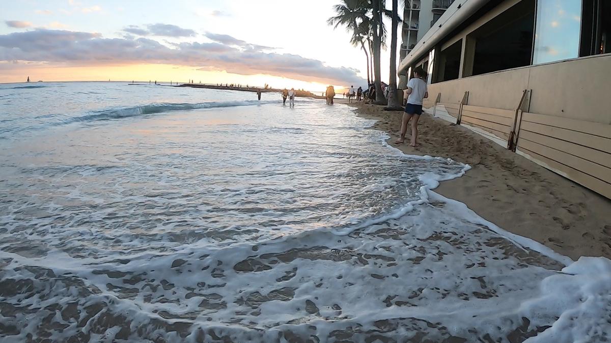 侵食で砂浜がなくなっている