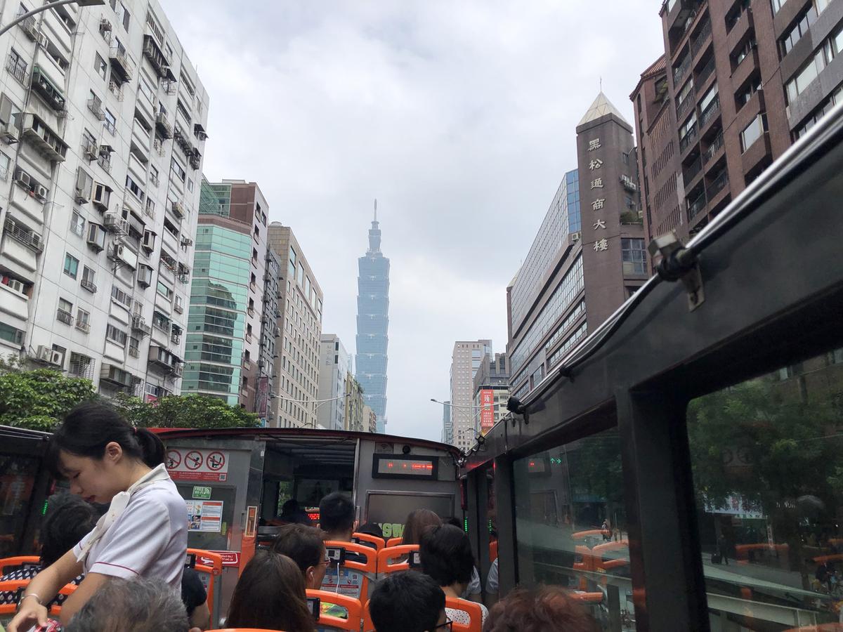 オープントップバスからの風景