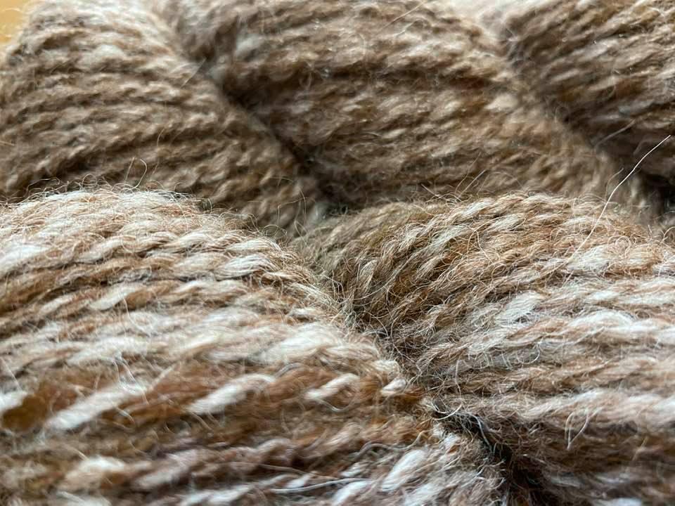 アルパカの毛、2色を混ぜた毛糸