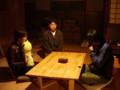 [大子シュッポ]テーブルの栗を囲む三人。