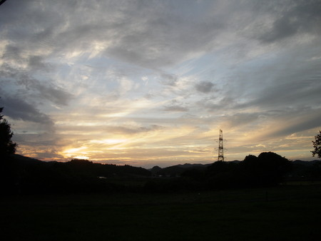 里山の夕暮れ。