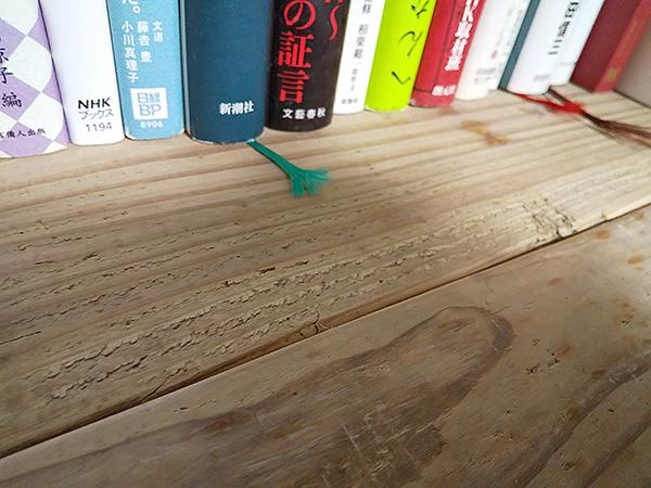 足場板古材ラックの押入れ本棚
