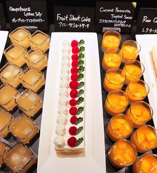 ザ・テラス2018年6月チーズデザートブッフェ「アトリエコーナー」ココナッツパンナコッタ*、フルーツショートケーキ、グレープフルーツとライチのゼリー