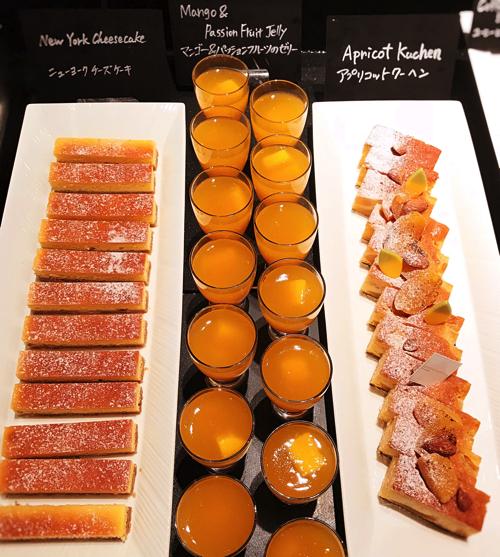 ザ・テラス2018年6月チーズデザートブッフェ「アトリエコーナー」アプリコットクーヘン、マンゴー&パッションフルーツのゼリー、ニューヨークチーズケーキ