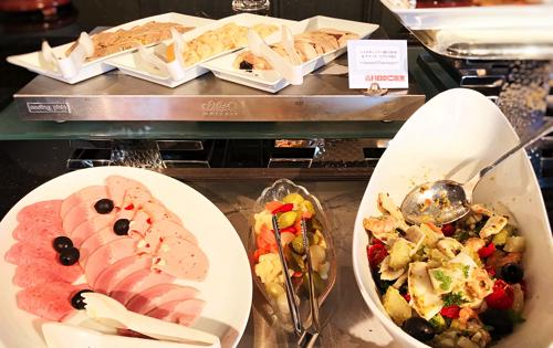 ル・ノルマンディ サマーランチビュッフェ『チーズ チーズ チーズ』ブッフェ台の様子