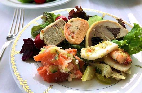 ル・ノルマンディ サマーランチビュッフェ『チーズ チーズ チーズ』冷菜を盛り合わせたお皿