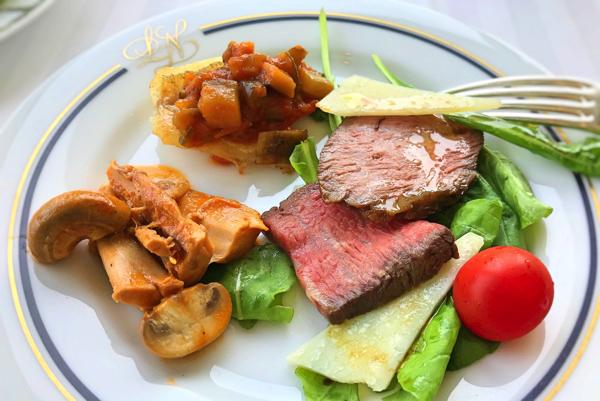 ル・ノルマンディ サマーランチビュッフェ『チーズ チーズ チーズ』温菜系・牛モモ肉のロースト、お勧めの肉料理、お勧めの魚料理