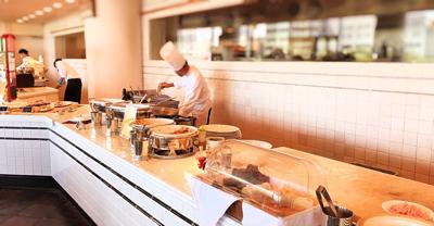 「ラ ヴェラ」1番の売りの窯焼きピザとパスタのライブキッチン