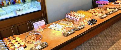 川崎日航ホテル 夜間飛行 スイーツブッフェ台の様子