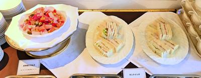 夜間飛行スイーツブッフェ軽食メニューのピクルス、サンドイッチ