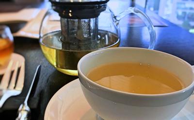 フォーシーズンズホテル丸の内東京 アフタヌーンティーのジャスミン茶