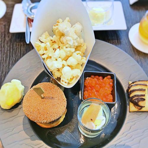 フォーシーズンズホテル丸の内東京 アフタヌーンティーのセイボリーのお皿