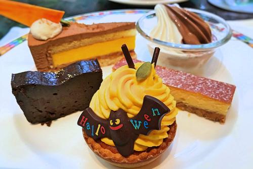 【アトリエ】ミルクチョコレートとカボチャのムース*、クレミア(ミックス)、ガトーショコラ、【アトリエ】カボチャのハロウィンタルト、ニューヨークチーズケーキ