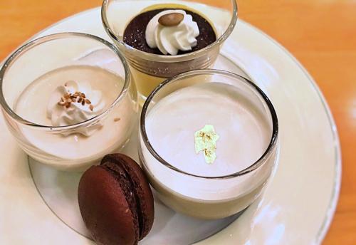 ミレフォリア デザートバイキング 白ごまブランマンジェ、カボチャのババロア、紅茶プリン