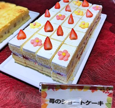 夜間飛行 スイーツブッフェ 苺のショートケーキ