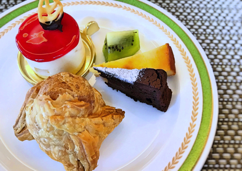 夜間飛行 スイーツブッフェ おかわりのガトーポワール*、クラシックショコラとベイクドチーズケーキ、パイシュー