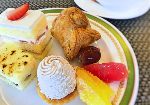 夜間飛行 スイーツブッフェ 苺のショートケーキ、パイシュー、秋のショートケーキ、栗のモンブラン