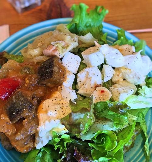 グッドスプーン サラダ・お惣菜ビュッフェで盛ったお皿