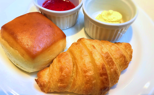 サロン ベイク&ティーのオーダーブッフェ「パンとスプレッドのお皿」