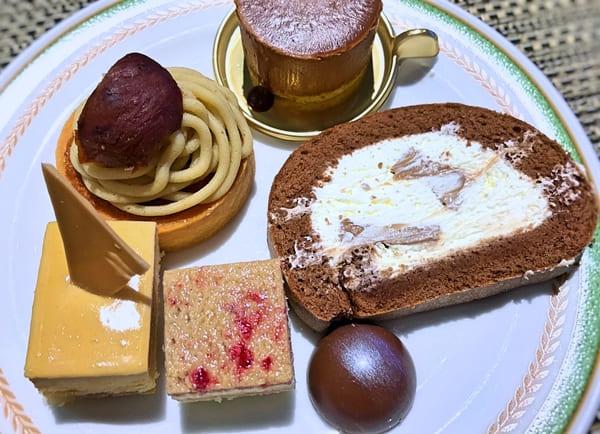 夜間飛行 チョコレートスイーツブッフェ 丹波栗のモンブラン、ノアノワ、チョコレートロールケーキ、ゼフィールカラメル、ショコララズベリー