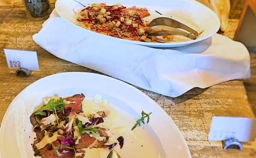 MIXXバー イタリアンランチブッフェ「コールドビーフカルパッチョ、スモークサーモン野菜のジュリエンヌ添えハニーマスタードソース」