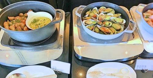MIXXバー イタリアンランチブッフェ「サルシッチャ、ムール貝のパン粉焼き」