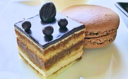 MIXXバー イタリアンランチブッフェ「チョコレートケーキとマカロン」
