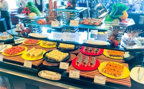 ニューオータニ東京 ランチ サンドウィッチ&スイーツビュッフェの中央ビュッフェ台全体図