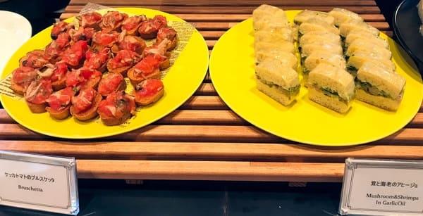 ニューオータニ東京のサンドイッチ ケッカトマトのブルスケッタ、茸と海老のアヒージョ