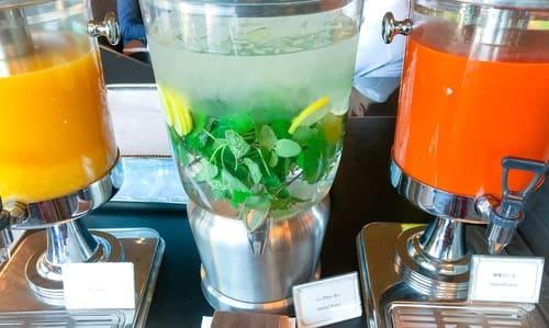 オレンジジュース、ハーブウォーター、野菜ジュース