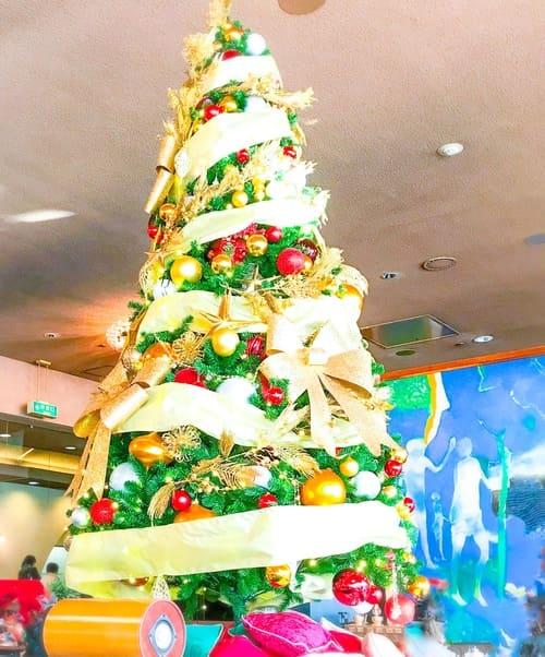 ニューオータニ東京 ガーデンラウンジのクリスマスツリー