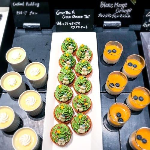 ザ・テラス アトリエコーナー「オレンジのブランマンジェ*、抹茶とクリームチーズのクリスマスタルト、カスタードプリン」